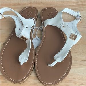 NY & CO HARDWARE ACCENT THONG SANDAL NWT